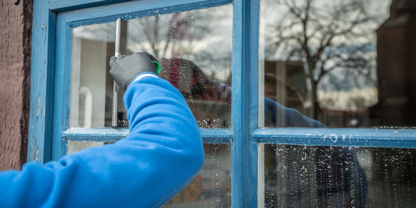 Read more about the article What is the best way to clean my windows?